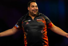 Tweede ronde WK Darts Jermaine Wattimena - Nick Kenny