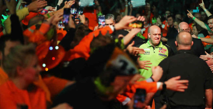 World Cup Darts 2019 Michael van Gerwen Jermaine Wattimena tegen Spanje | Getty