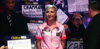 Fallon Sherrock eerste vrouw in Premier League Darts