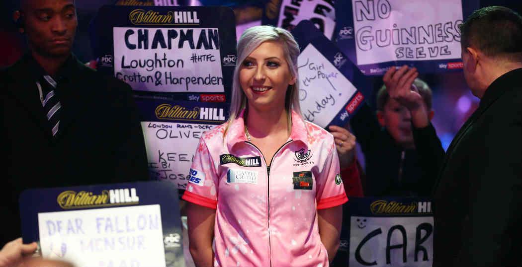 Fallon Sherrock eerste vrouw in Premier League Darts