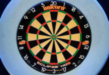 Premier League Darts: Van Gerwen voelt hete adem van Aspinall
