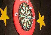 Fallon Sherrock loopt gevaar door corona: thuisblijven en darten